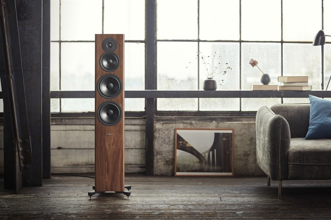 Dynaudio Evoke 50 Walnut Wood - Lifestyle